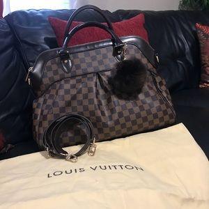 LV bag very good condition like new